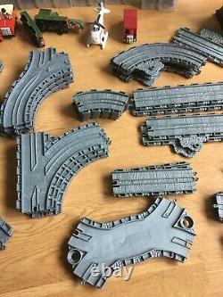 HUGE Thomas tank engine Take-n-Play bundle Tidmouth shed Crane Track 40+ trains