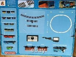 Hornby R9283 Thomas and Friends The Tank Engine Train Starter Set Blue
