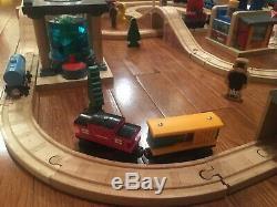 Learning Curve Thomas the Train Wooden Railway Deluxe Sodor Aquarium Set LC99529