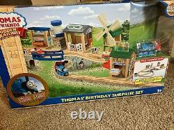 READ Thomas And Friends Wooden Railway Thomas Birthday Surprise Set trains