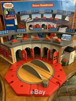 Thomas & Friends Deluxe Roundhouse & Turntable Train Play Set BOX & Guide 2006