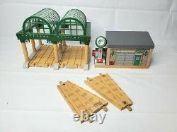 Thomas & Friends Wooden Railway Train Deluxe Knapford Station