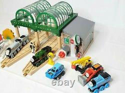 Thomas & Friends Wooden Railway Train Deluxe Knapford Station Lot