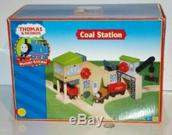 Thomas & Friends Wooden Railway Train Tank Coal Station Loader Crane NEW
