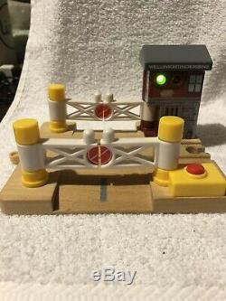 Thomas The Tank Engine Wooden Train Lot 23 Trains, 100 Pieces Total
