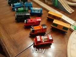 Thomas The Train Wooden Railway Let's Have a Race Hilltop Station lot