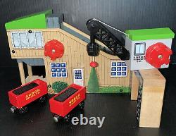 Thomas The Train Wooden Railway Sodor Coal Mining Station Loader Crane & 2 Cars