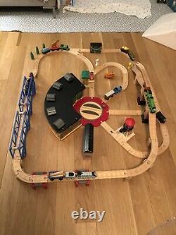 Thomas Wooden Railway Train Roundhouse Set (Tidmouth Sheds, Blue bay bridges)