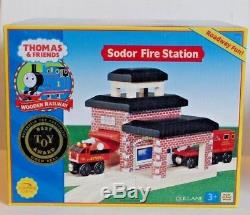 Thomas the Train & Friends Tank Engine Wooden Railway Sodor Fire Station 36 NEW
