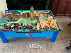 Thomas the Train WOODEN TABLE/PLAYBOARD Learning Curve With Train Set & Building