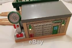 Thomas the tank engine & Friends WOODEN KNAPFORD STATION WITH LIGHTS AND SOUND